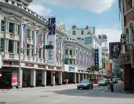 """""""中华十大名街""""之一的厦门市中山路是最老牌的商业街,人们一提及厦门"""