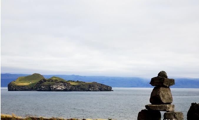 英文为westman island,简译为西人岛),八千年前因海底火山爆发而